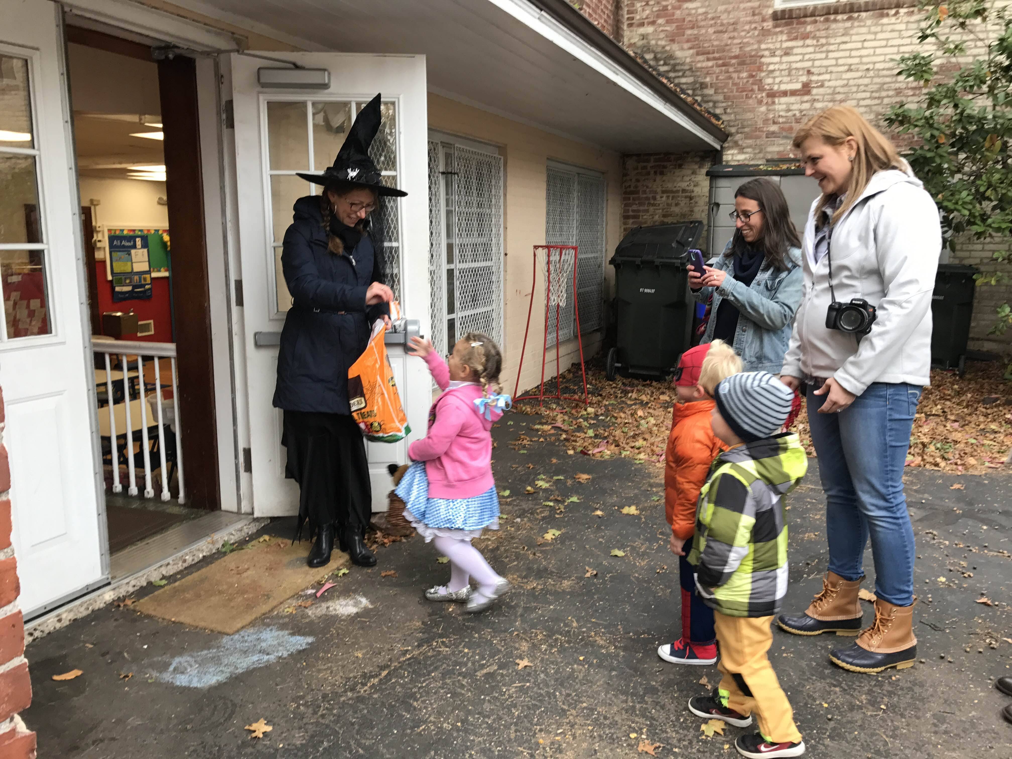 QLCNS_Trick or Treating